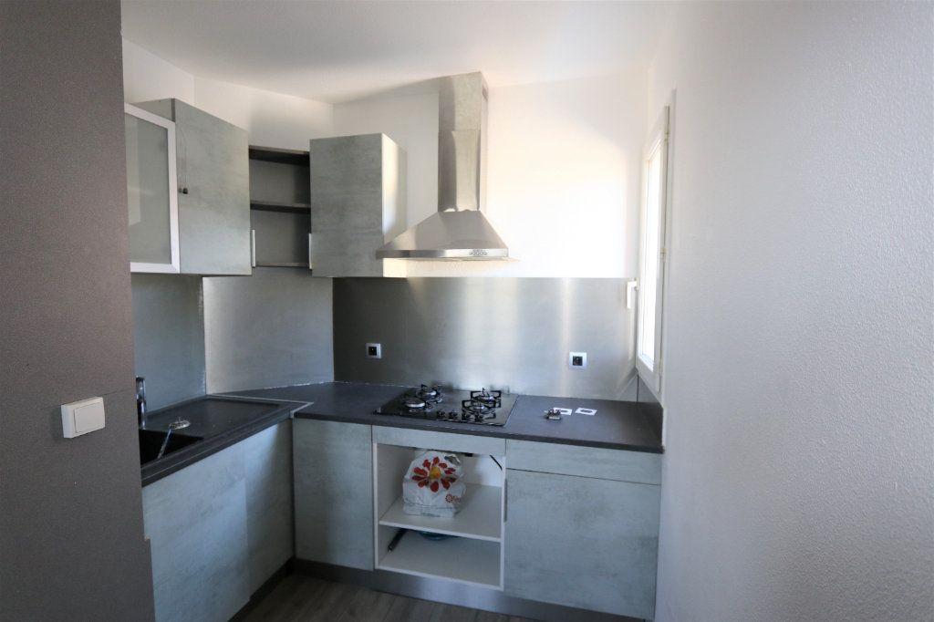 Appartement à louer 1 29.2m2 à Solliès-Pont vignette-3