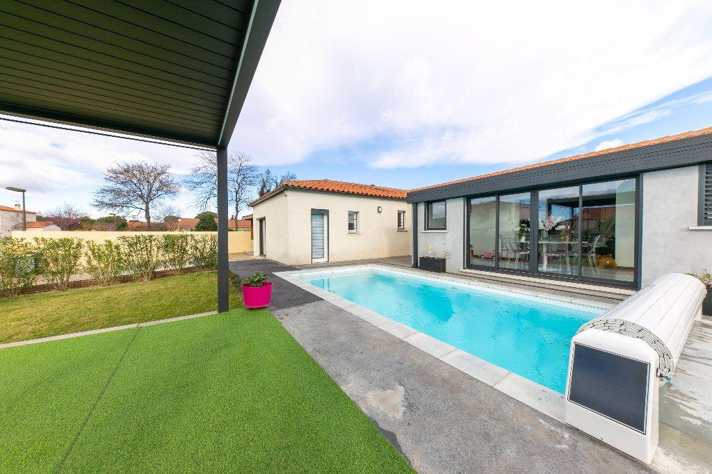 Maison à vendre 5 140m2 à Saint-Hippolyte vignette-1