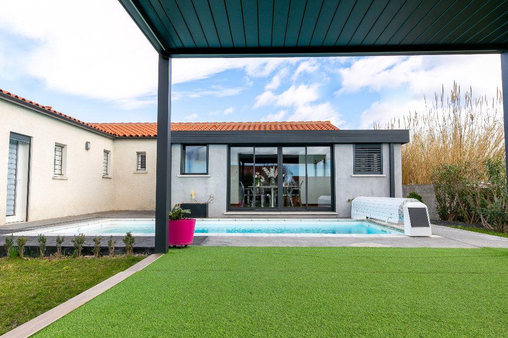 Maison à vendre 5 140m2 à Saint-Hippolyte vignette-4