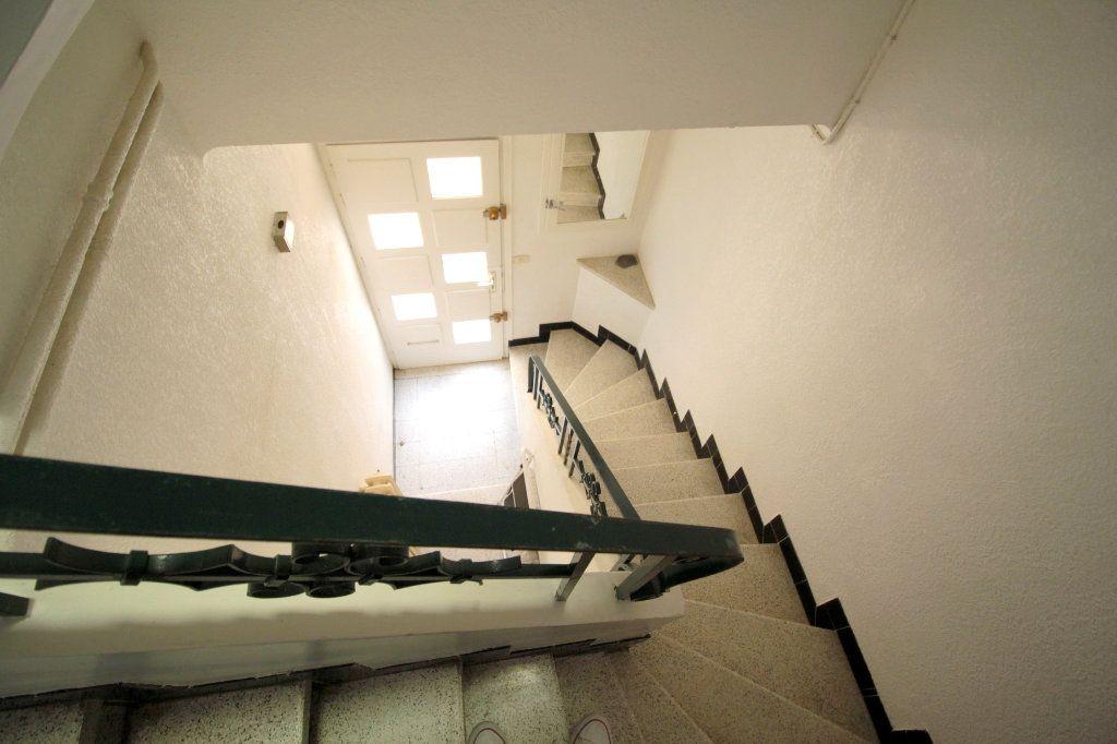 Appartement à vendre 4 80m2 à Saint-Estève vignette-4