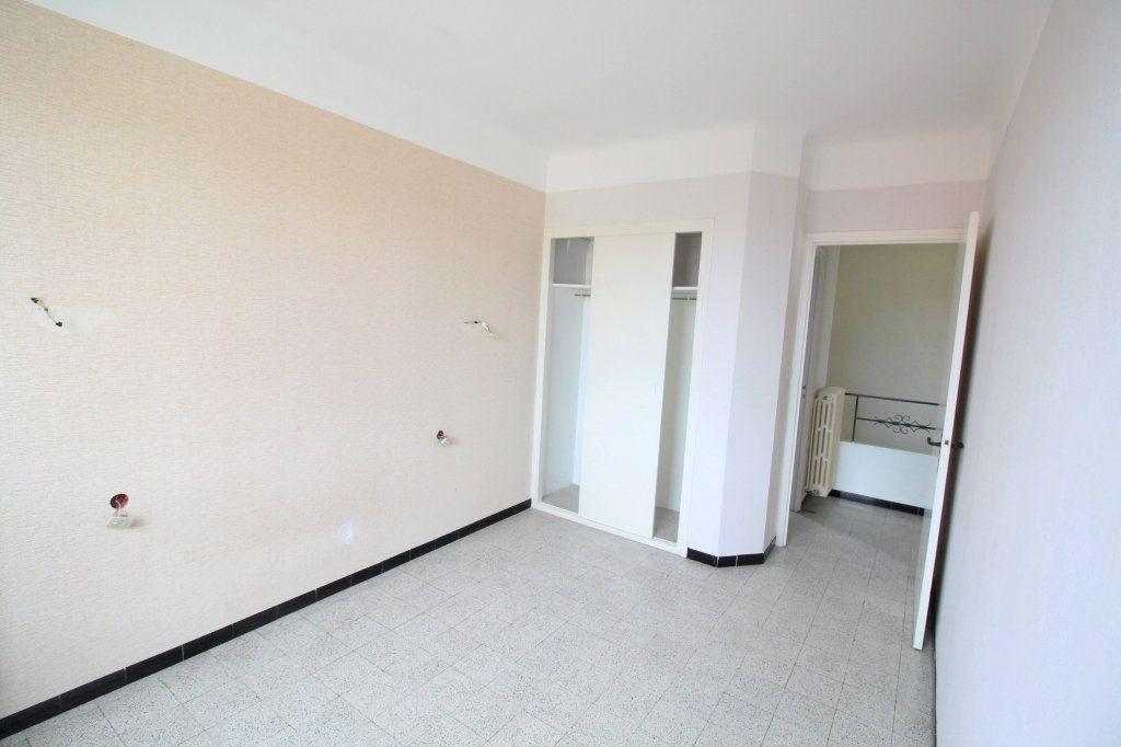 Appartement à vendre 4 80m2 à Saint-Estève vignette-5