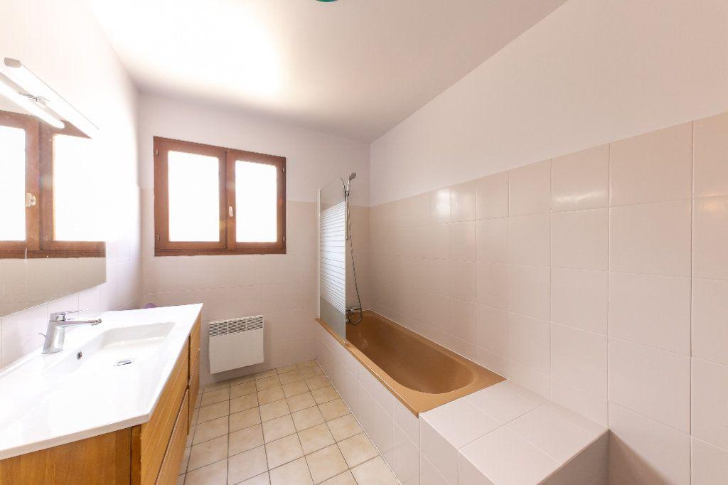 Maison à vendre 4 120m2 à Saint-Estève vignette-6