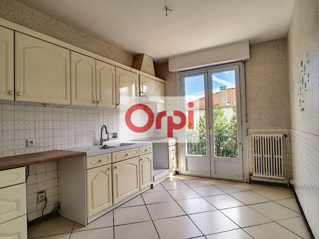 Maison à vendre 4 110m2 à Carbon-Blanc vignette-2