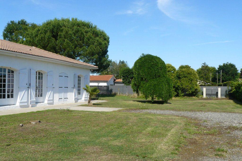 Maison à vendre 4 134m2 à Ambarès-et-Lagrave vignette-1