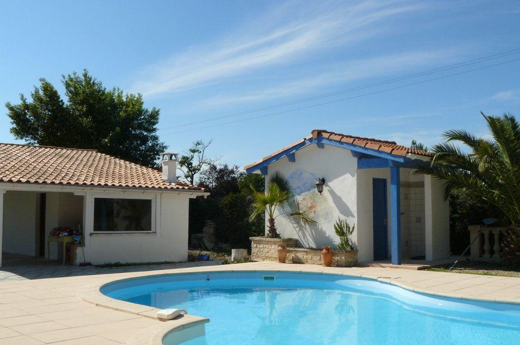 Maison à vendre 4 134m2 à Ambarès-et-Lagrave vignette-2
