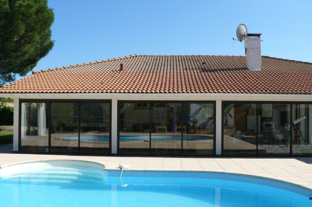 Maison à vendre 4 134m2 à Ambarès-et-Lagrave vignette-3
