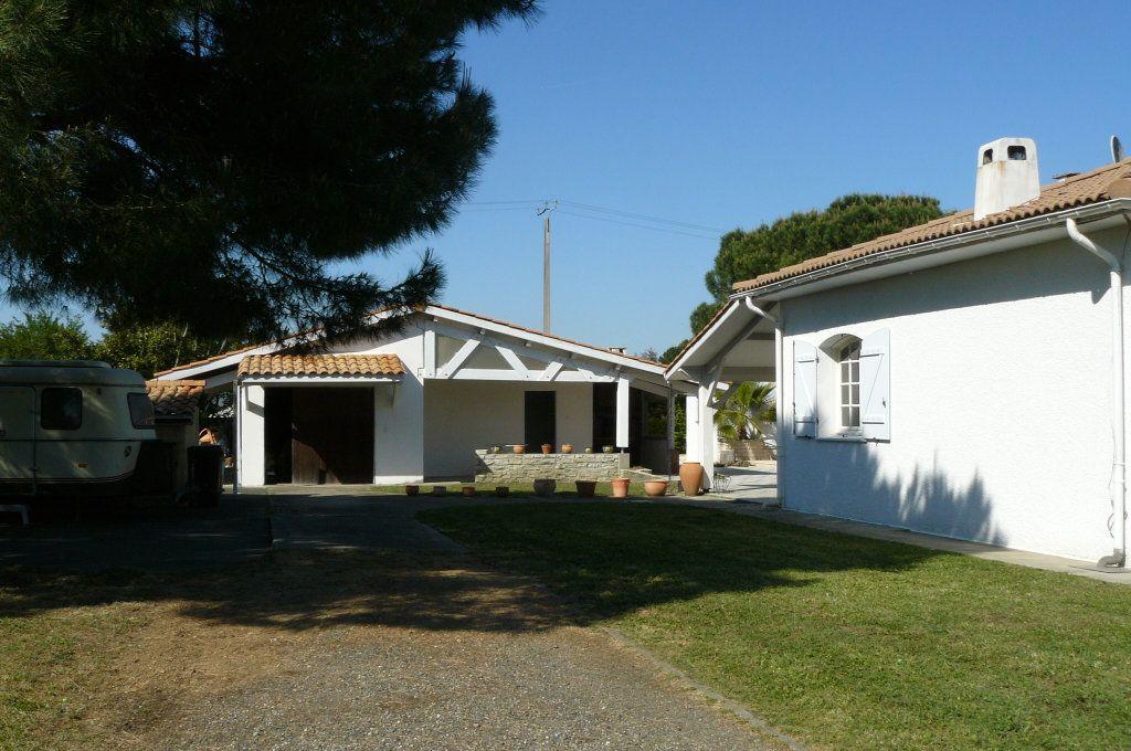 Maison à vendre 4 134m2 à Ambarès-et-Lagrave vignette-4