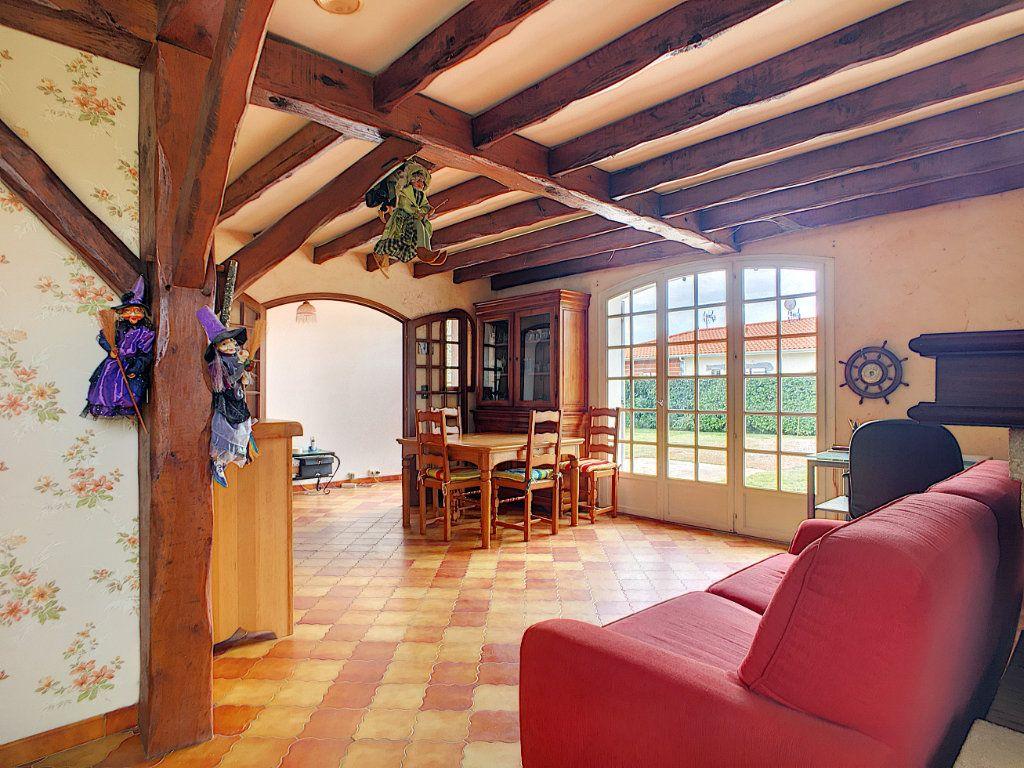 Maison à vendre 4 134m2 à Ambarès-et-Lagrave vignette-5