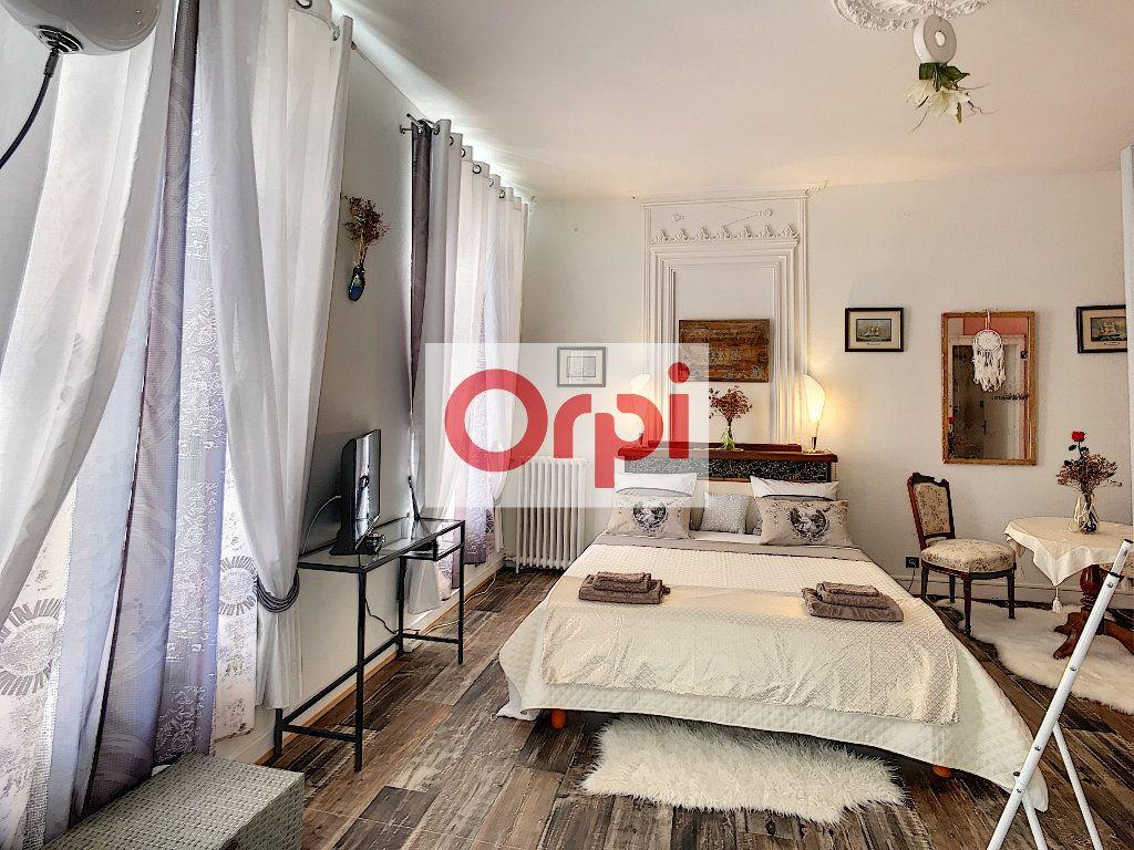 Maison à vendre 16 466m2 à Saint-Christoly-de-Blaye vignette-1