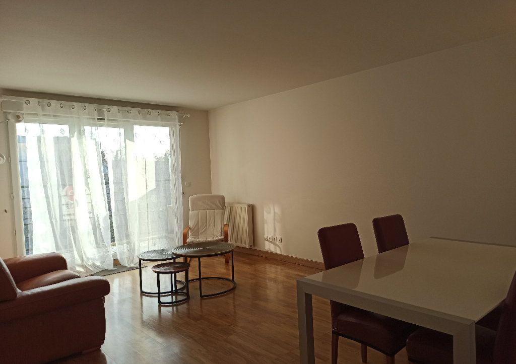 Appartement à louer 3 67m2 à Montigny-le-Bretonneux vignette-3