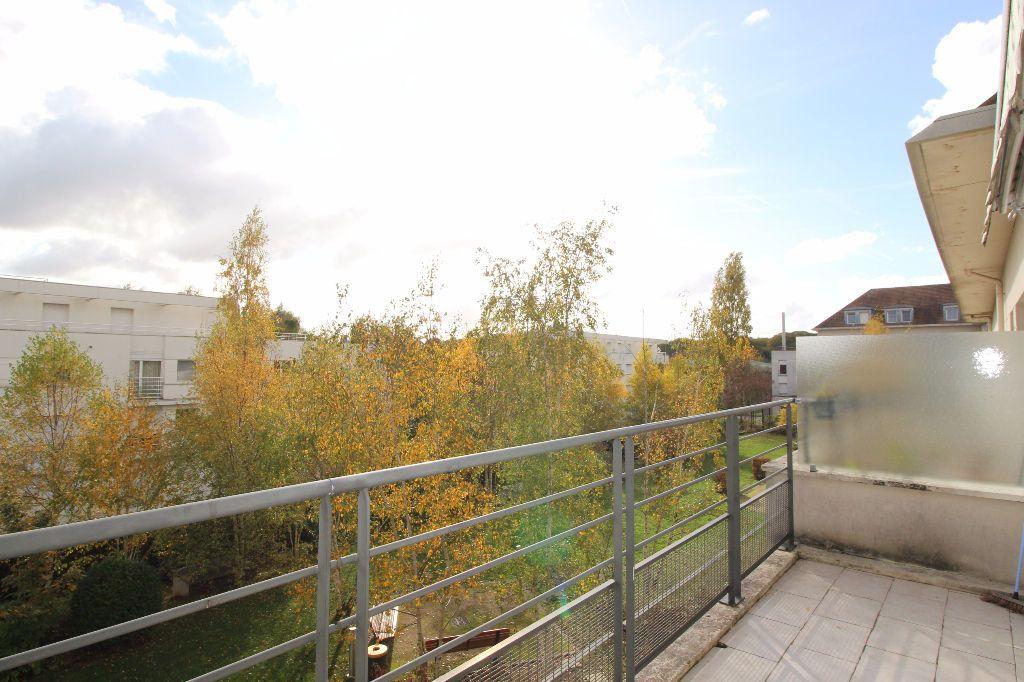 Appartement à louer 3 67m2 à Montigny-le-Bretonneux vignette-8