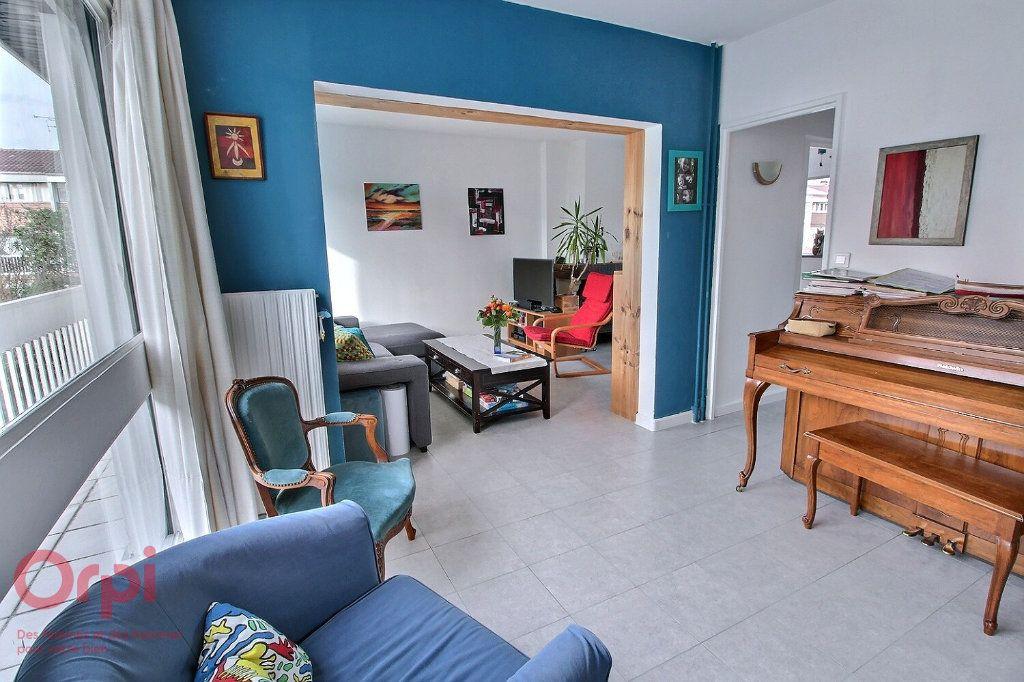 Maison à vendre 6 102m2 à Montigny-le-Bretonneux vignette-3