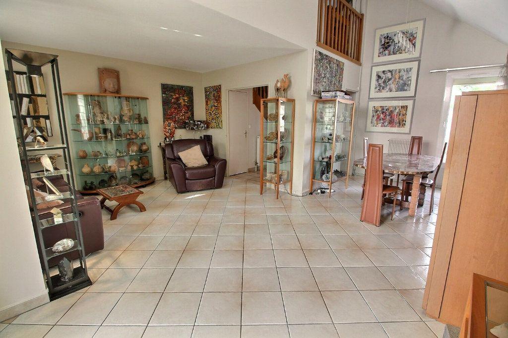 Maison à vendre 6 142m2 à Montigny-le-Bretonneux vignette-4
