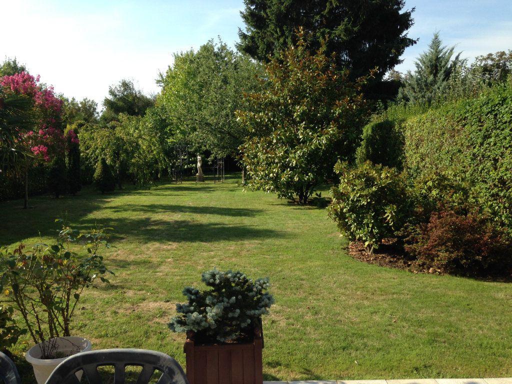 Maison à vendre 9 220m2 à Voisins-le-Bretonneux vignette-2