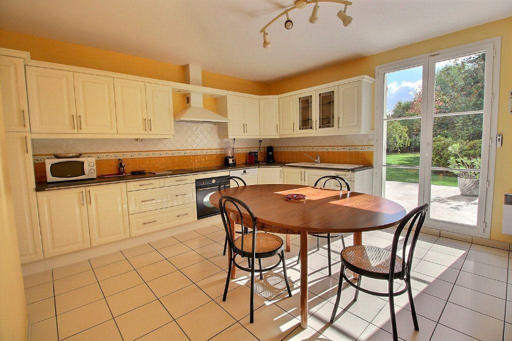 Maison à vendre 9 220m2 à Voisins-le-Bretonneux vignette-7