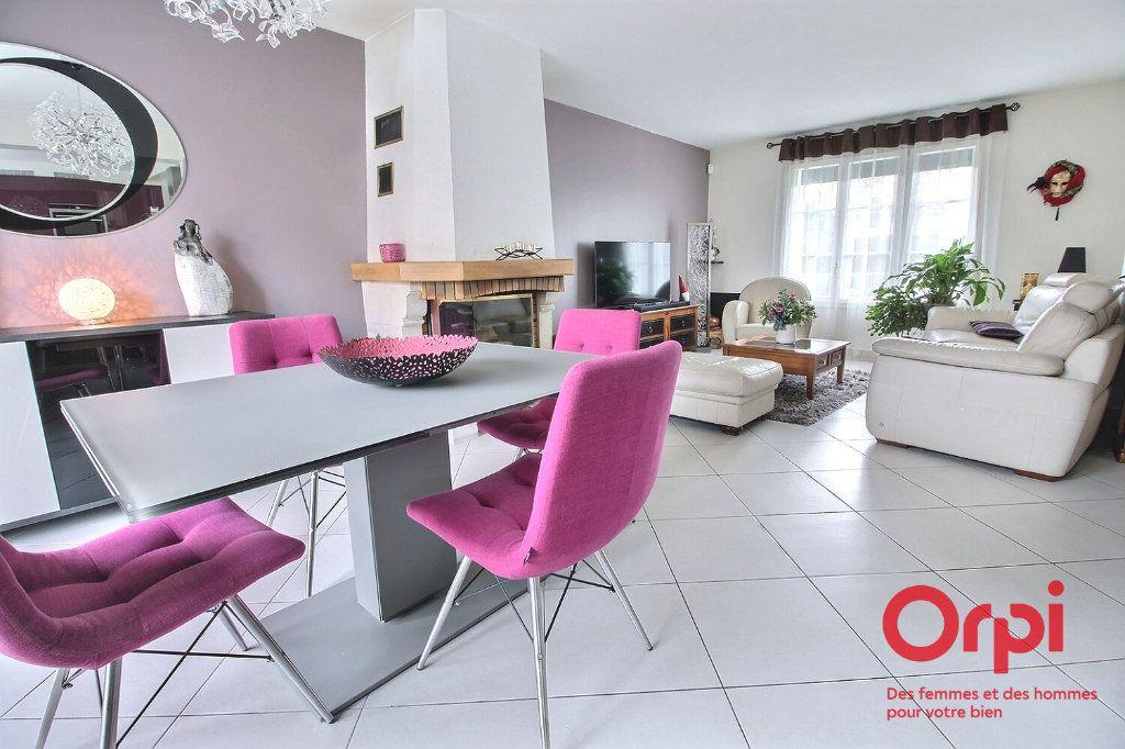 Maison à vendre 7 121.45m2 à Montigny-le-Bretonneux vignette-3