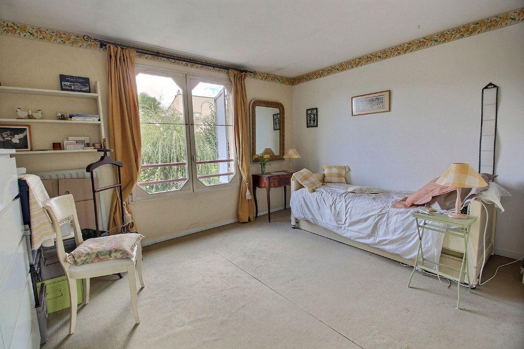 Maison à vendre 6 125m2 à Montigny-le-Bretonneux vignette-5