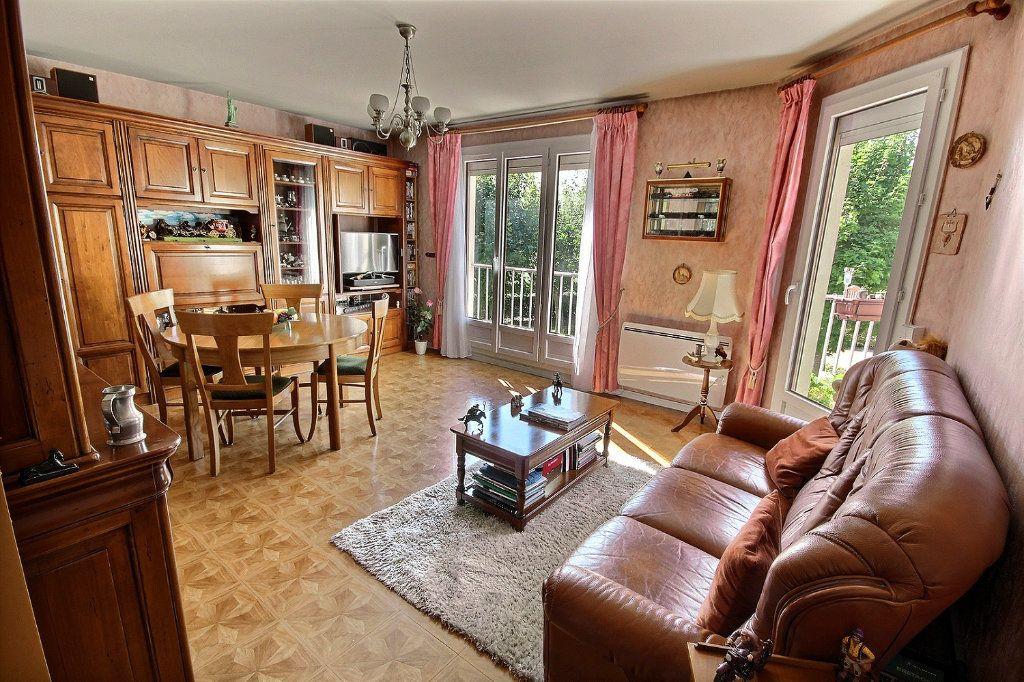 Appartement à vendre 4 76m2 à Montigny-le-Bretonneux vignette-2