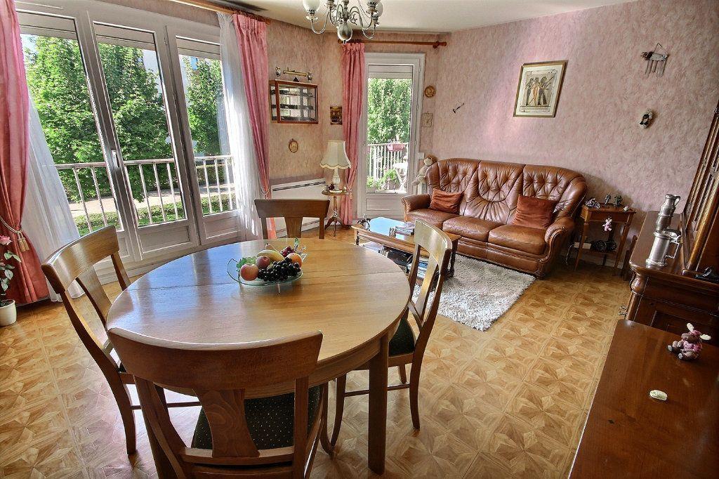 Appartement à vendre 4 76m2 à Montigny-le-Bretonneux vignette-3
