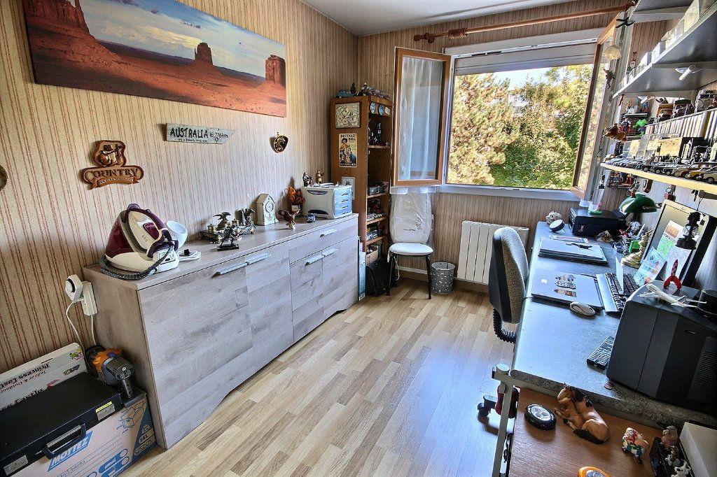 Appartement à vendre 4 76m2 à Montigny-le-Bretonneux vignette-5