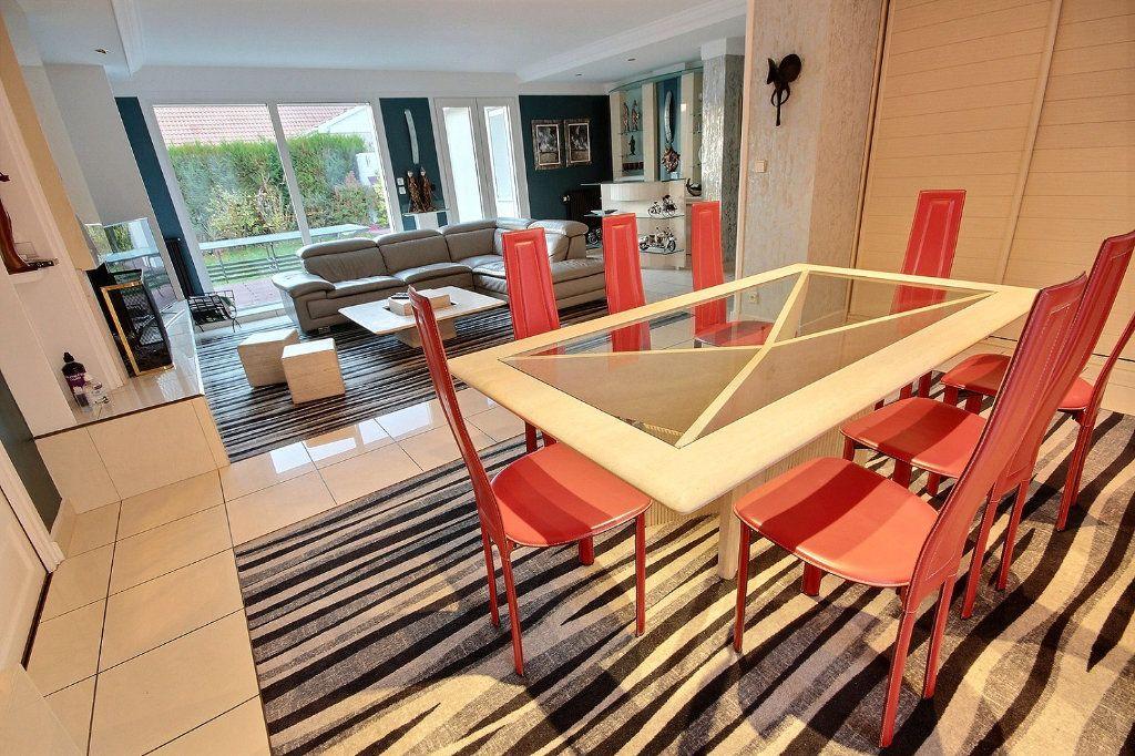 Maison à vendre 8 186m2 à Montigny-le-Bretonneux vignette-1