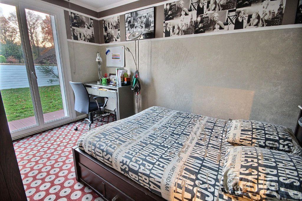 Maison à vendre 8 186m2 à Montigny-le-Bretonneux vignette-10