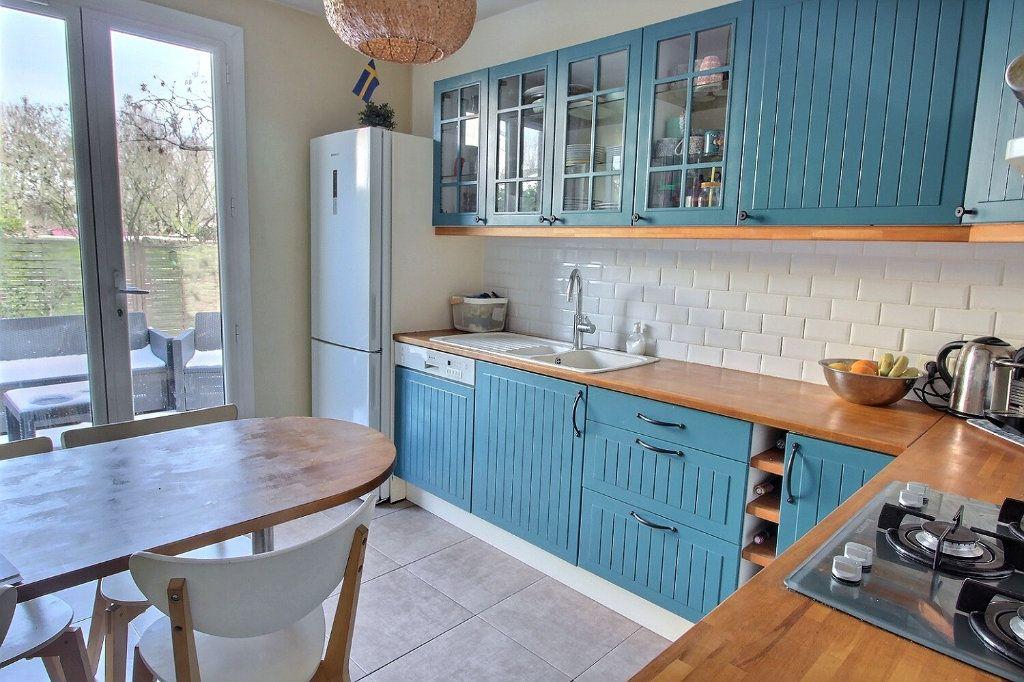 Maison à vendre 6 105m2 à Montigny-le-Bretonneux vignette-3
