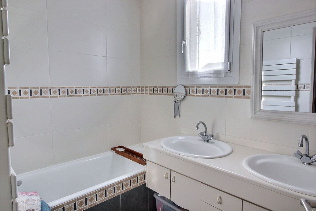 Maison à vendre 6 105m2 à Montigny-le-Bretonneux vignette-4