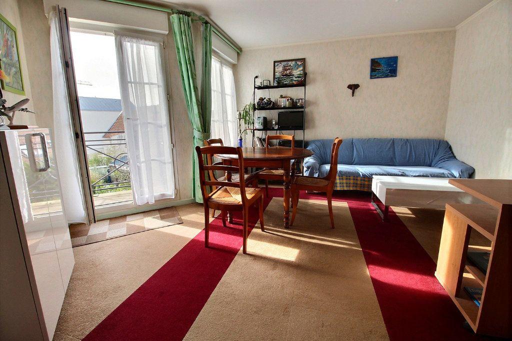 Appartement à vendre 2 40m2 à Montigny-le-Bretonneux vignette-3