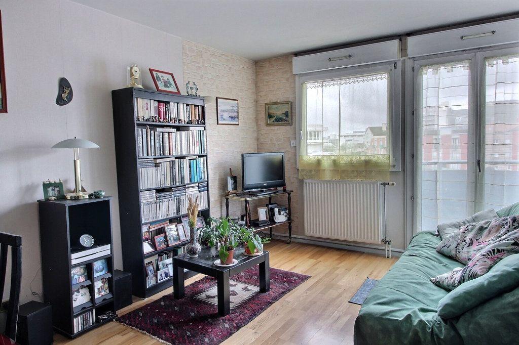 Appartement à vendre 2 50m2 à Montigny-le-Bretonneux vignette-1
