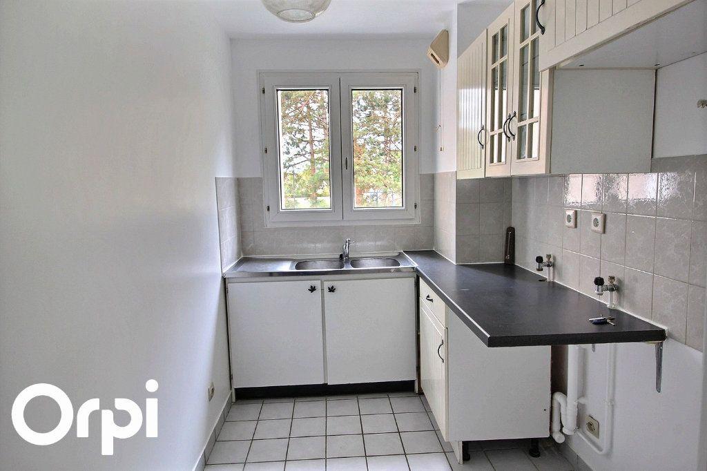 Appartement à louer 2 46m2 à Guyancourt vignette-2