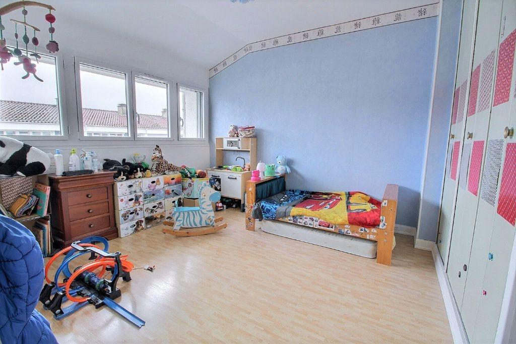 Maison à vendre 4 77m2 à Montigny-le-Bretonneux vignette-4