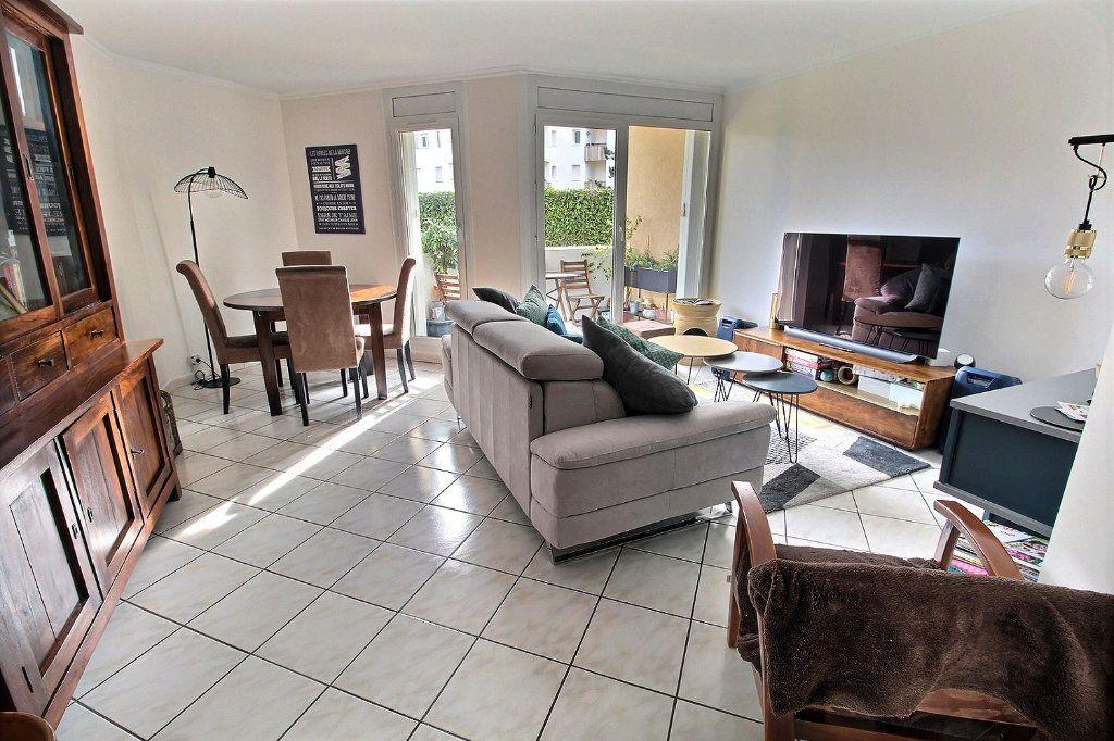 Appartement à vendre 4 82m2 à Montigny-le-Bretonneux vignette-1