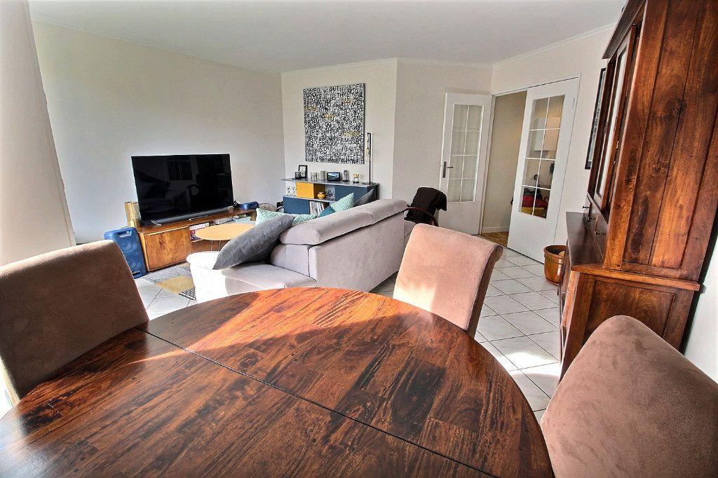 Appartement à vendre 4 82m2 à Montigny-le-Bretonneux vignette-2