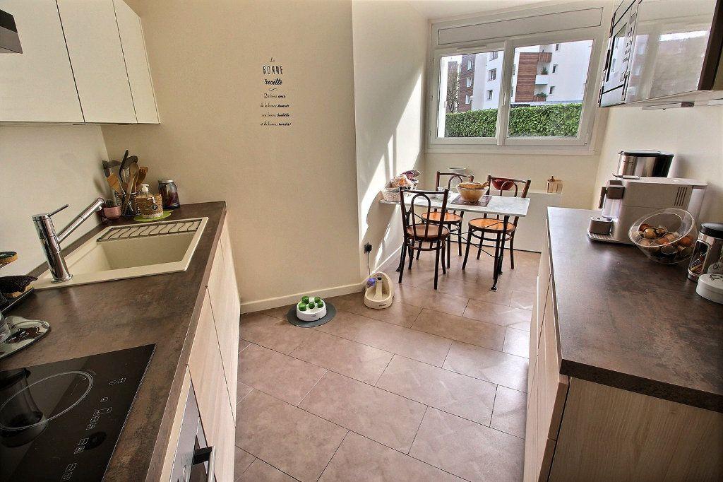 Appartement à vendre 4 82m2 à Montigny-le-Bretonneux vignette-3