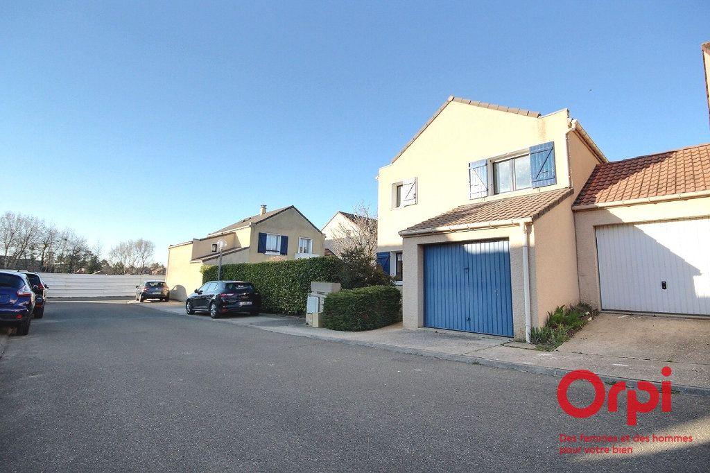 Maison à vendre 4 81.34m2 à Voisins-le-Bretonneux vignette-1