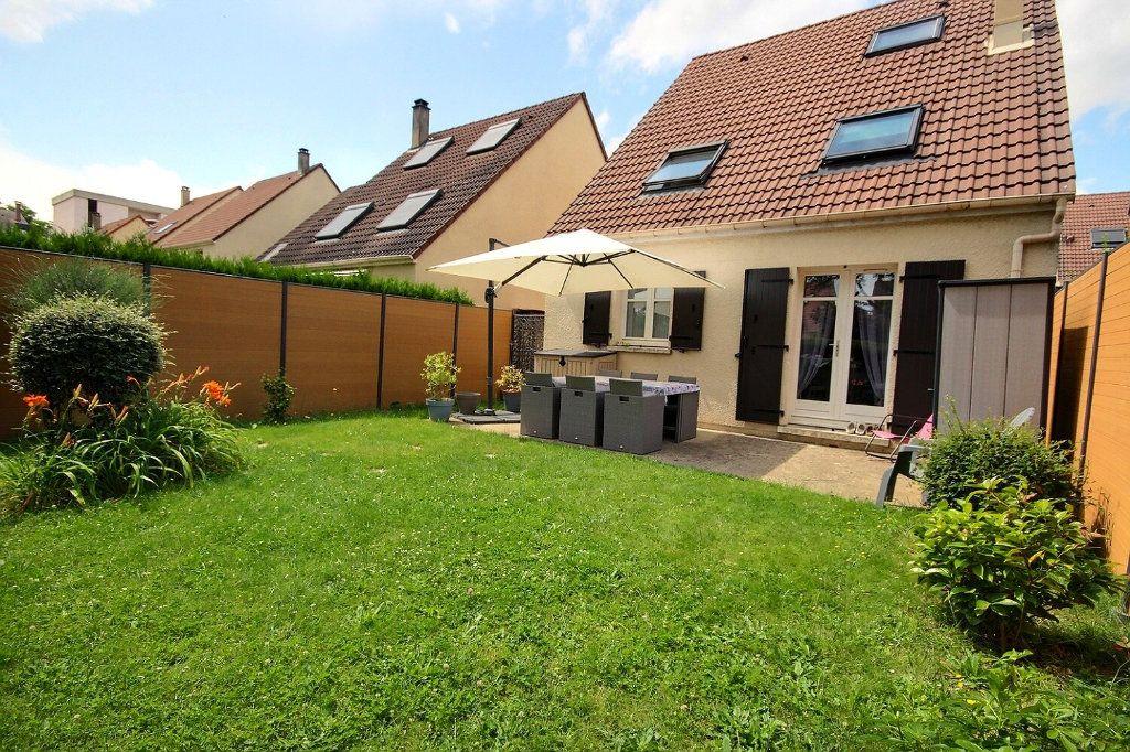 Maison à vendre 7 122m2 à Voisins-le-Bretonneux vignette-1