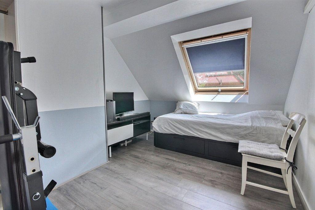 Maison à vendre 7 122m2 à Voisins-le-Bretonneux vignette-6