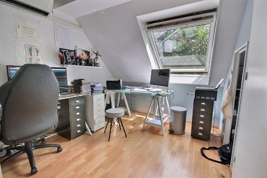 Maison à vendre 7 122m2 à Voisins-le-Bretonneux vignette-9