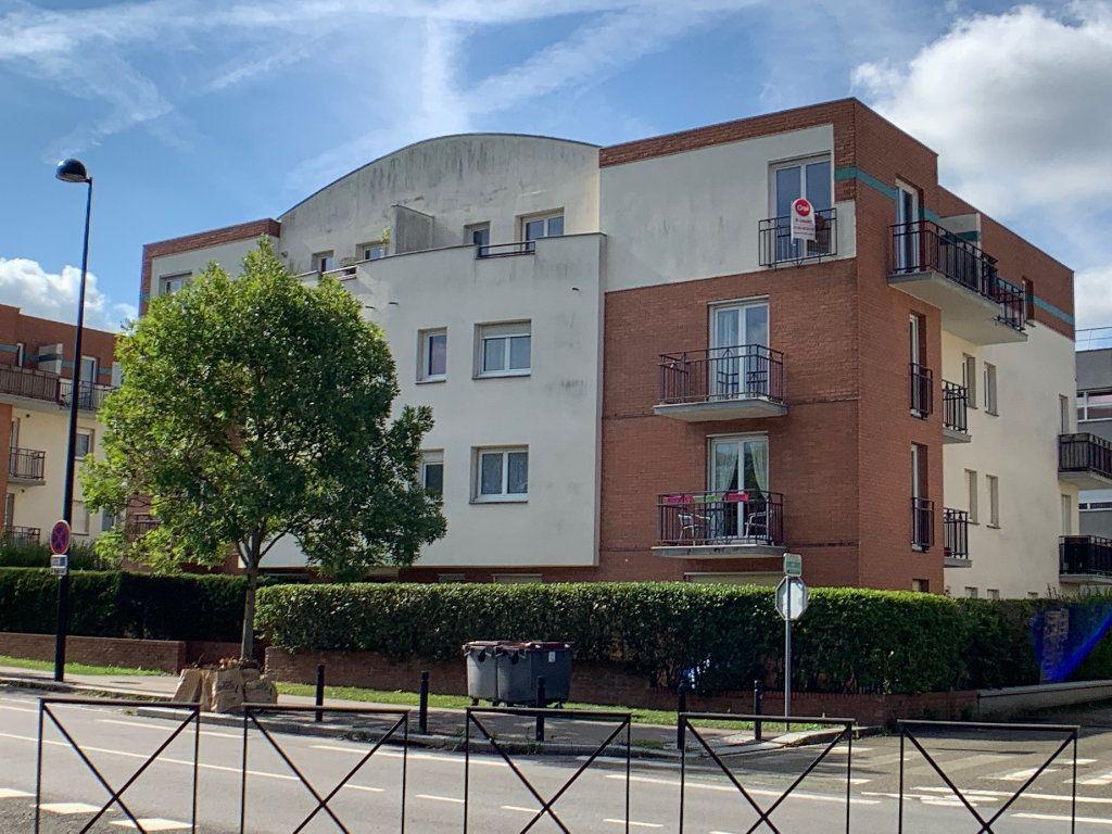 Appartement à louer 2 50.98m2 à Montigny-le-Bretonneux vignette-1