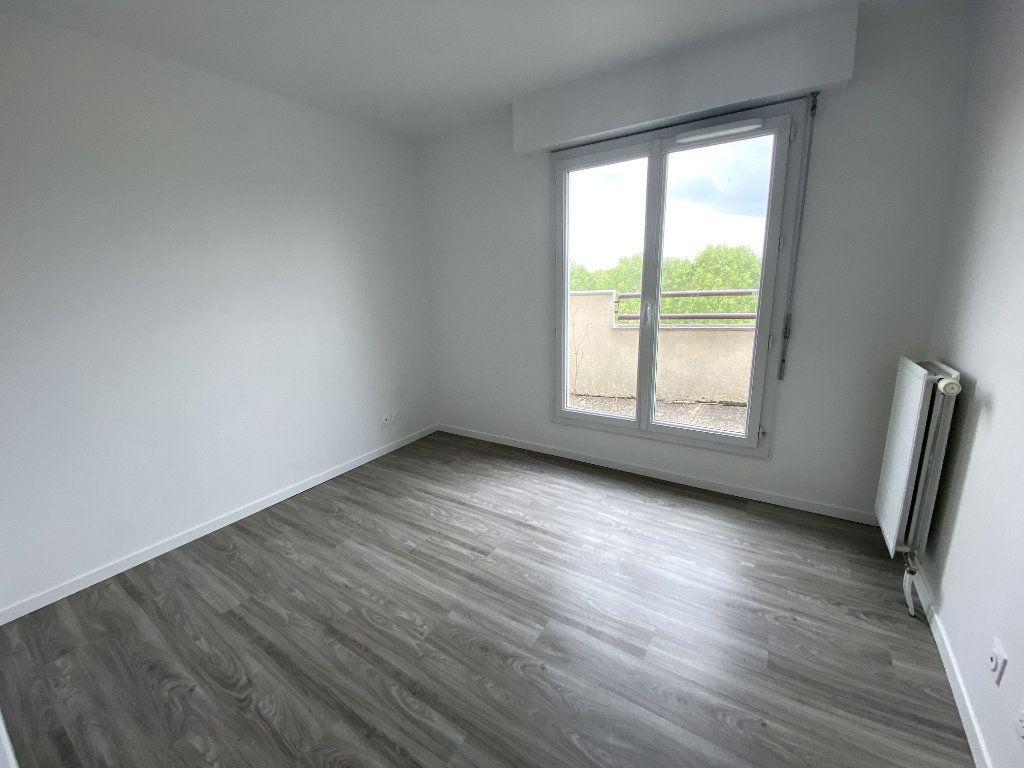 Appartement à louer 2 50.98m2 à Montigny-le-Bretonneux vignette-3
