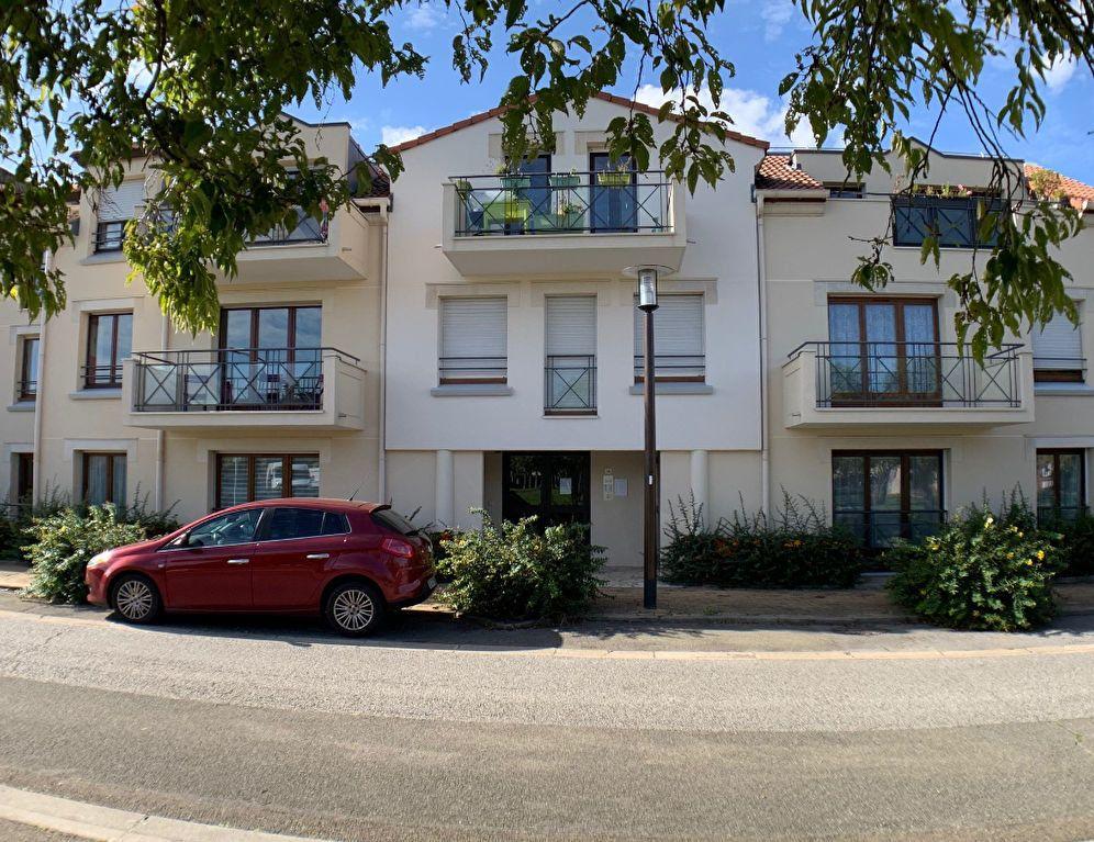 Appartement à louer 2 38m2 à Montigny-le-Bretonneux vignette-1
