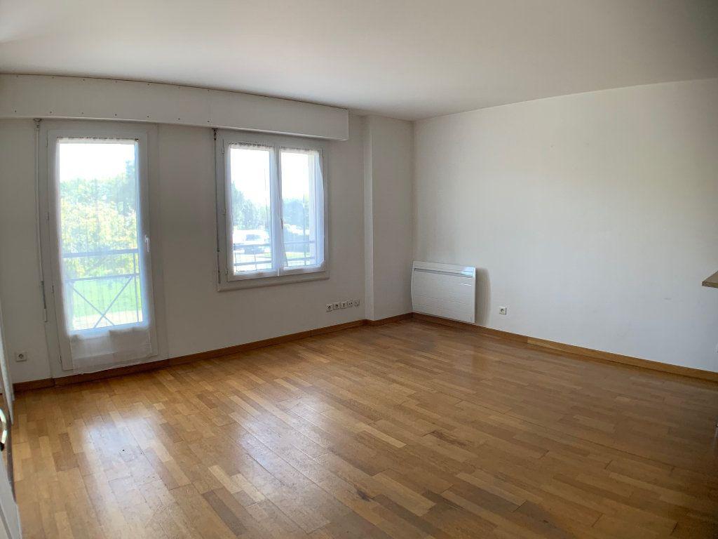 Appartement à louer 2 38m2 à Montigny-le-Bretonneux vignette-2