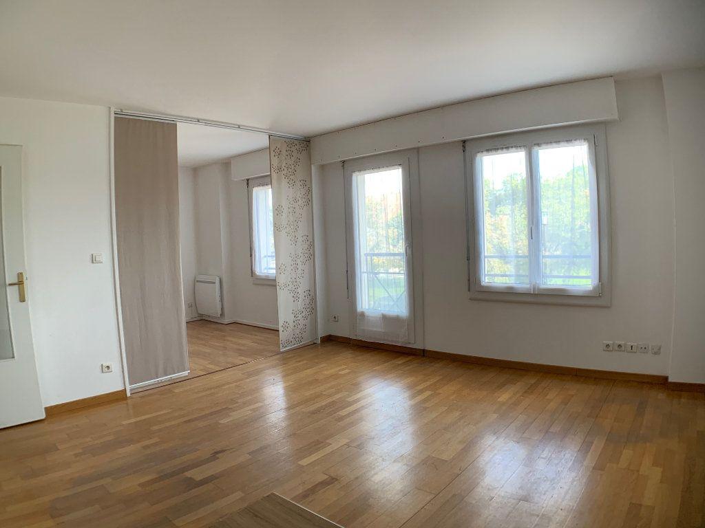 Appartement à louer 2 38m2 à Montigny-le-Bretonneux vignette-3