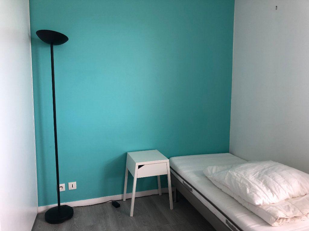 Appartement à louer 3 50m2 à Élancourt vignette-5