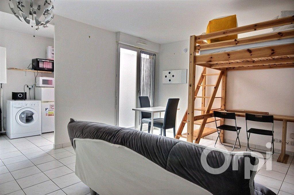 Appartement à louer 1 26m2 à Élancourt vignette-1