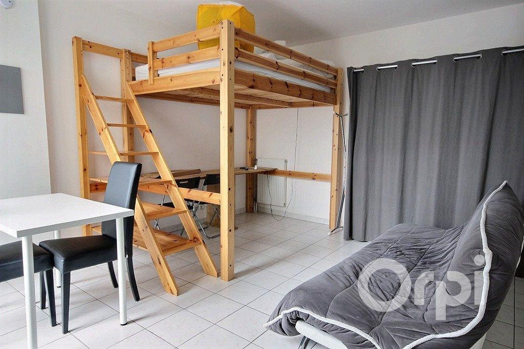 Appartement à louer 1 26m2 à Élancourt vignette-2
