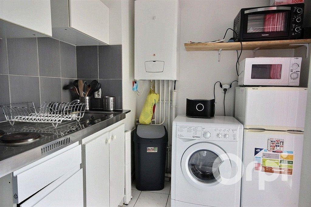 Appartement à louer 1 26m2 à Élancourt vignette-3
