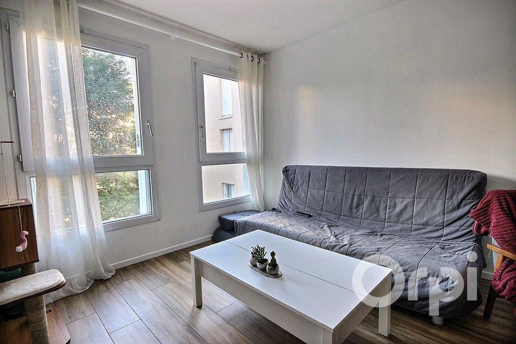 Appartement à louer 2 50m2 à Élancourt vignette-2