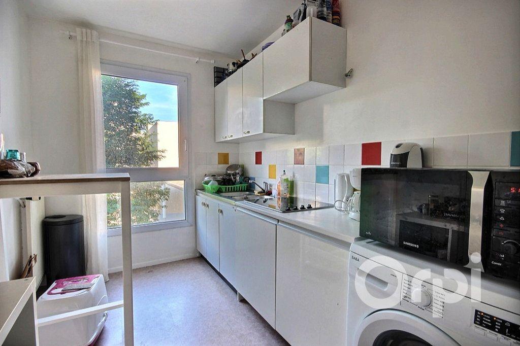 Appartement à louer 2 50m2 à Élancourt vignette-3